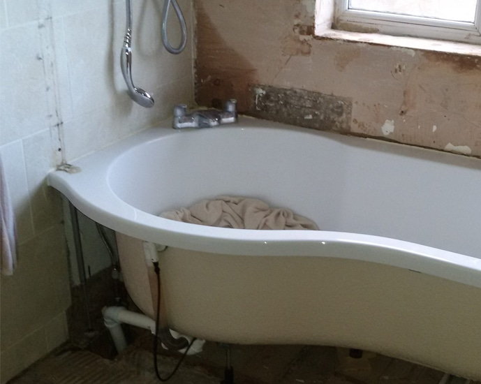 bathroom-before-refit-grimsby
